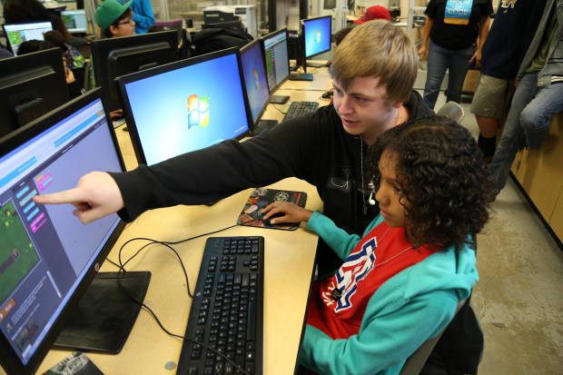 "Santiago High Students Hosts an ""Hour Of Code"" 