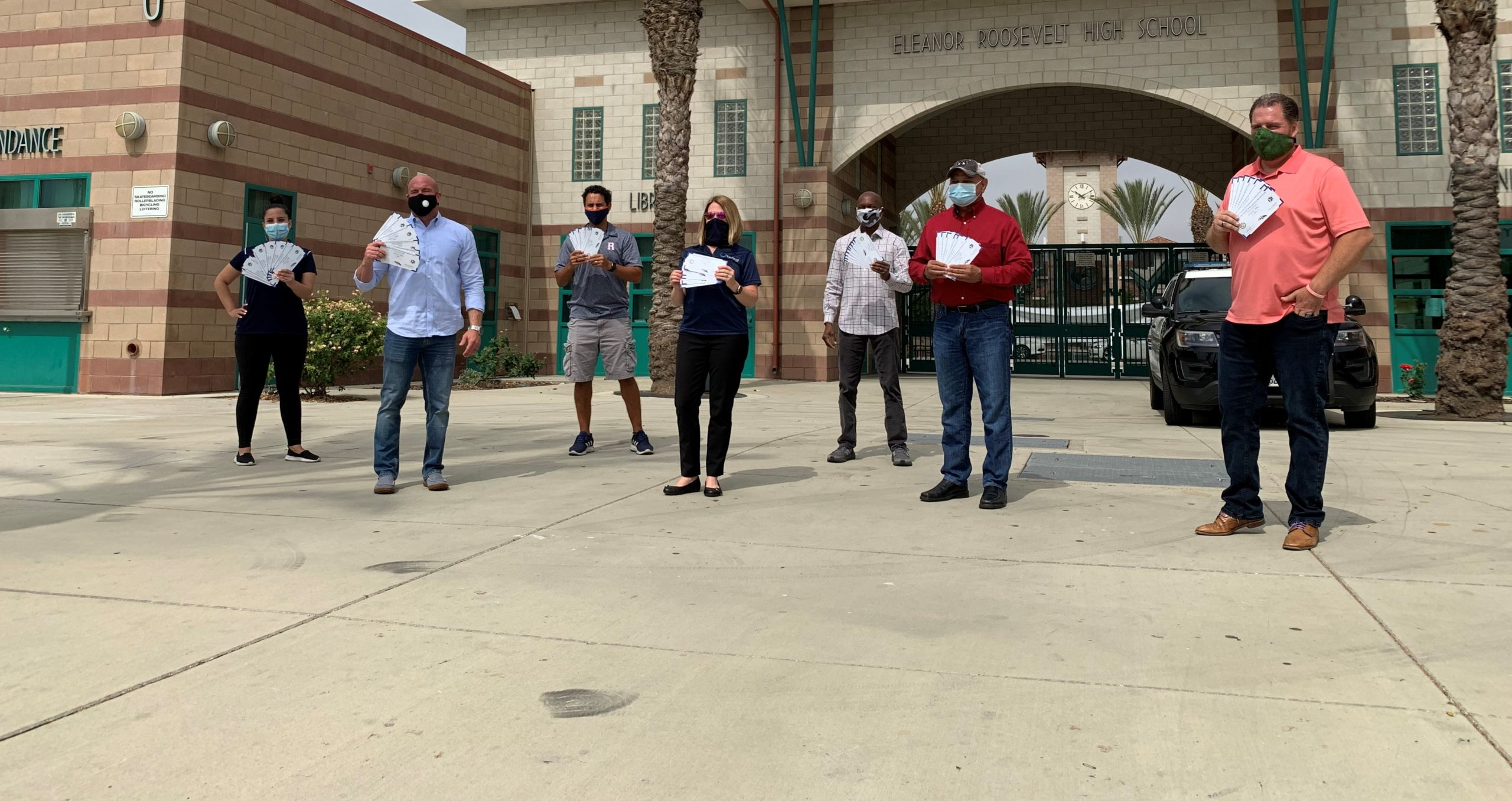 Eastvale Chamber of Commerce Donates Gift Certificates to ERHS Seniors